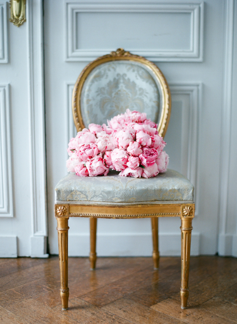 chateau-la-durantie-chair-with-peonies & A Magical Château in the Dordogne France - Just So French!