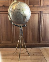 Spanish Vidal Grau Bar in the form of a world globe C. 1970